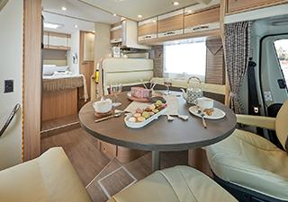 Découvrez le nouveau camping-car profilé lit de pavillon Mayflower 68 LM