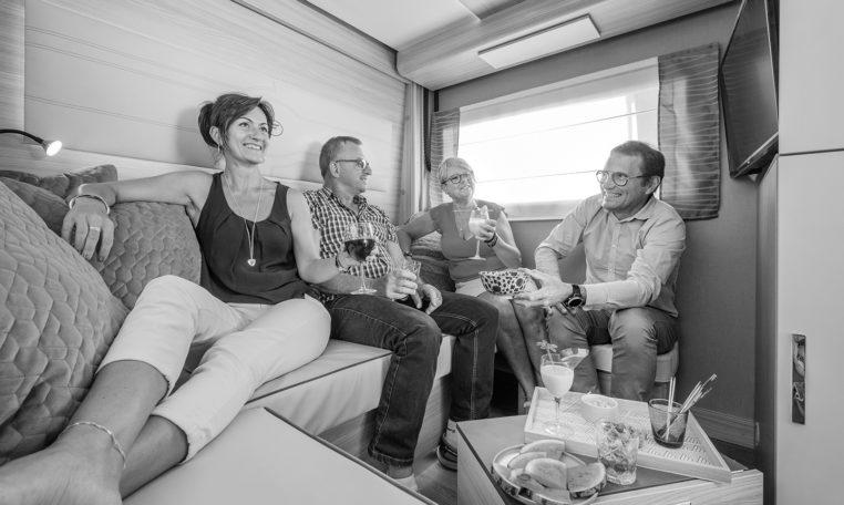 Camping Car Avec Salon Arriere Fleurette Discover 75LOFT Salon Personnage