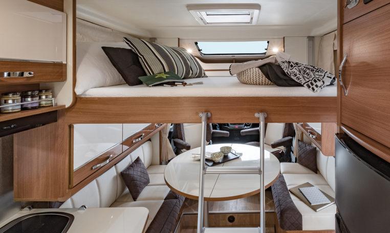 Camping Car lit jumeaux salle de bain arrière - Fleurette Magister 73LJF - Lit Pavillon