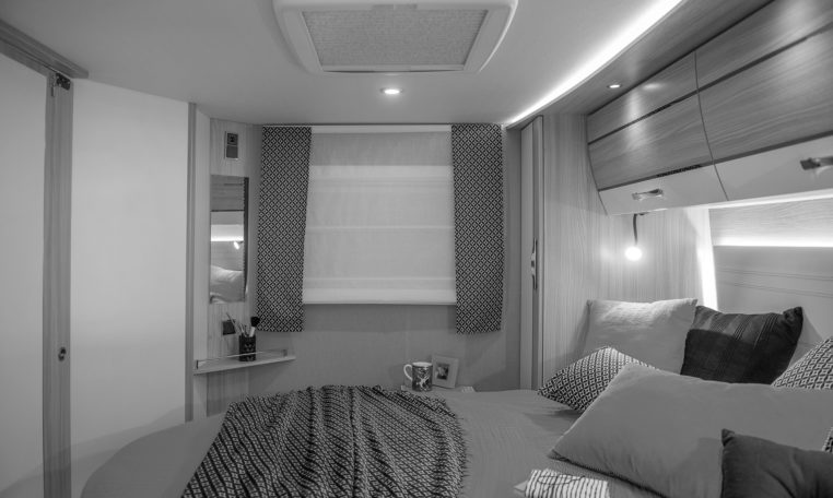 Camping Car Integral Lit Central Fleurette Discover Black Pearl 71LMF Chambre