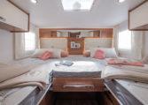 Camping Car Integral Lit Jumeaux Fleurette Discover 74LJG Chambre